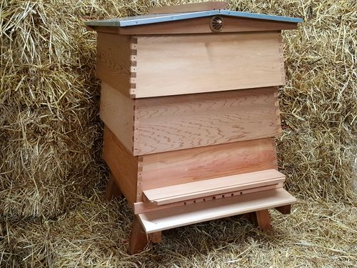 WBC Hive Cedar with standard brood box
