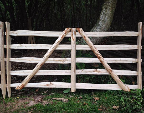 Making a sweet chestnut gate hurdle